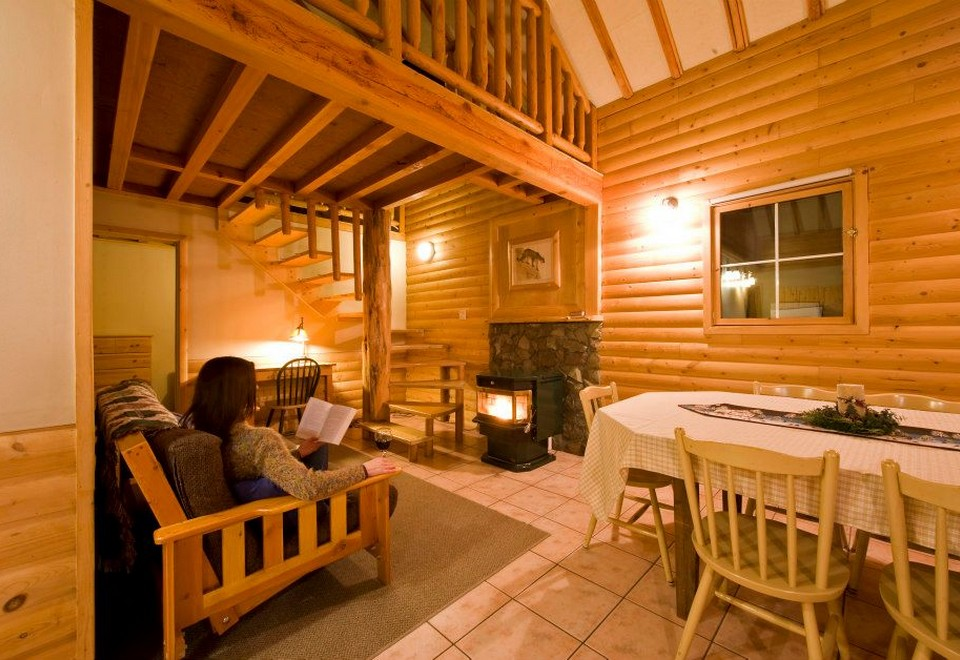 Cozy Cabins: Vacation Rentals - Cabin Rentals in British Columbia